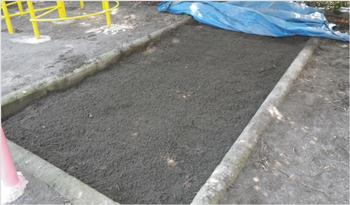 砂の掘り起こし作業